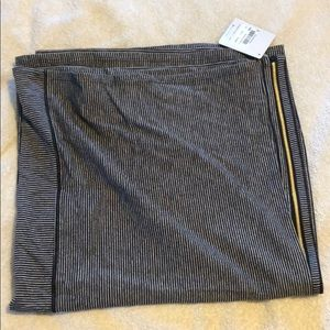 Lululemon Vinyasa scarf with gold zipper, NWT